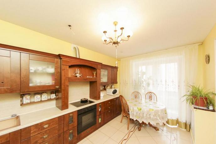 3 комнатная квартира  в 6 микрорайоне, ул. Николая Федорова, 6, г. Тюмень