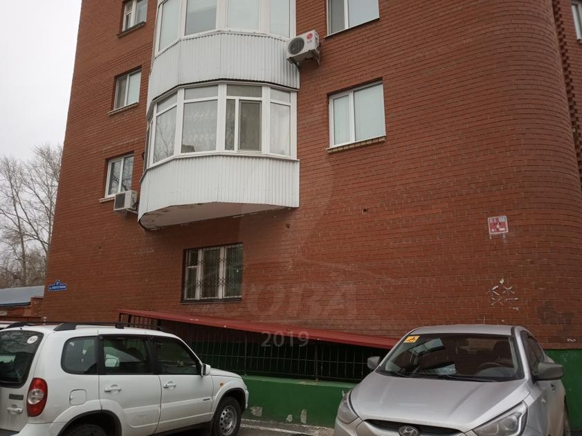 Нежилое помещение в жилом доме, продажа, в районе Нефтегазового университета, г. Тюмень