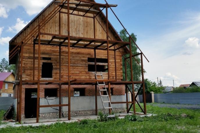 Недостроенный дом с баней, с. Тюнево, по Велижанскому тракту