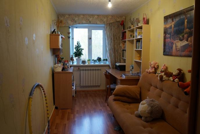 3 комнатная квартира  в районе За мостом, ул. Коммунаров, 8, с. Успенка