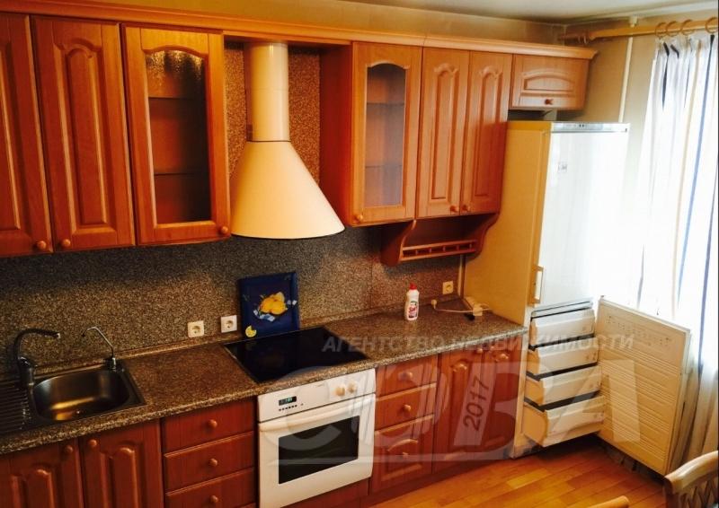 3 комн. квартира в аренду в 6 микрорайоне, ул. Валерии Гнаровской, г. Тюмень