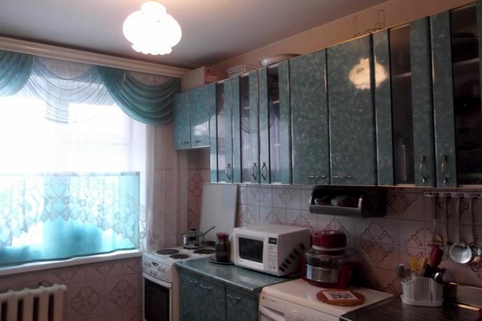 3 комнатная квартира  в 5 микрорайоне, ул. Пермякова, 54, г. Тюмень