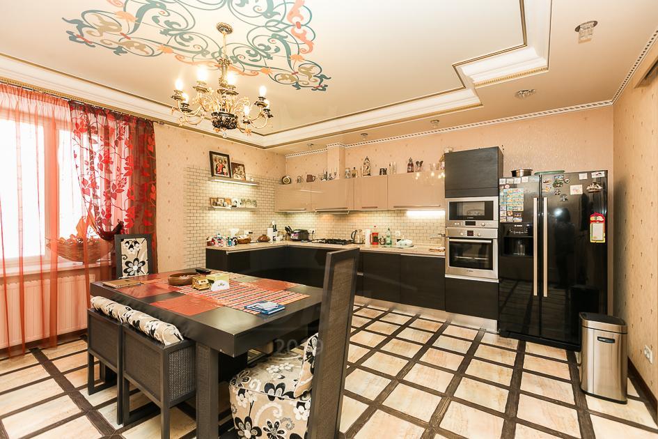 4 комнатная квартира  в центре Тюмени, ул. Грибоедова, 2, г. Тюмень