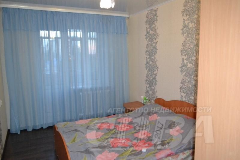 4 комнатная квартира  в районе Нагорный Тобольск, ул. 7-й микрорайон, 9, г. Тобольск