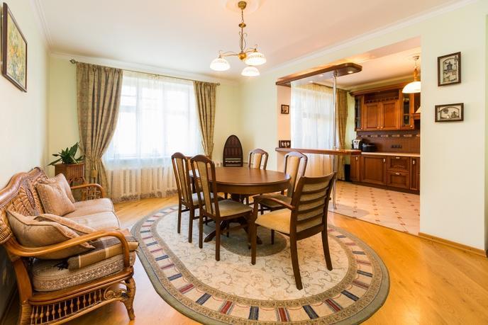 4 комнатная квартира  в историческом центре, ул. Кирова, 18, г. Тюмень