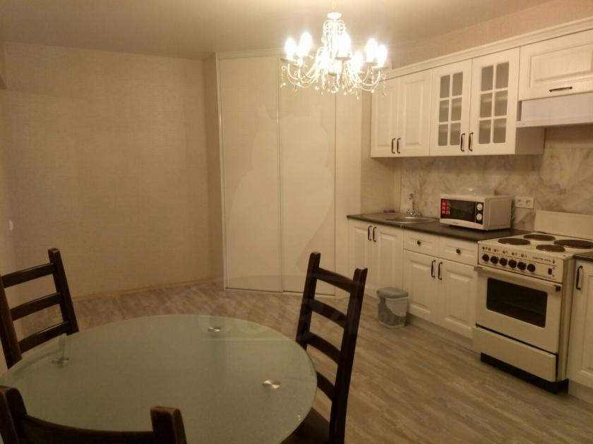 3 комн. квартира в аренду в районе Плеханово, ул. Кремлевская, г. Тюмень