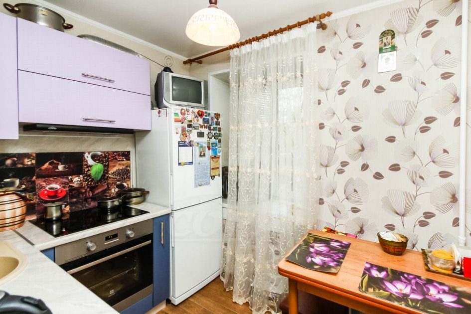 2 комнатная квартира  в районе Нефтегазового университета, ул. Мельникайте, г. Тюмень