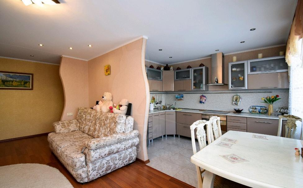 3 комнатная квартира  в районе Нагорный Тобольск, ул. 8-й микрорайон, 45, г. Тобольск