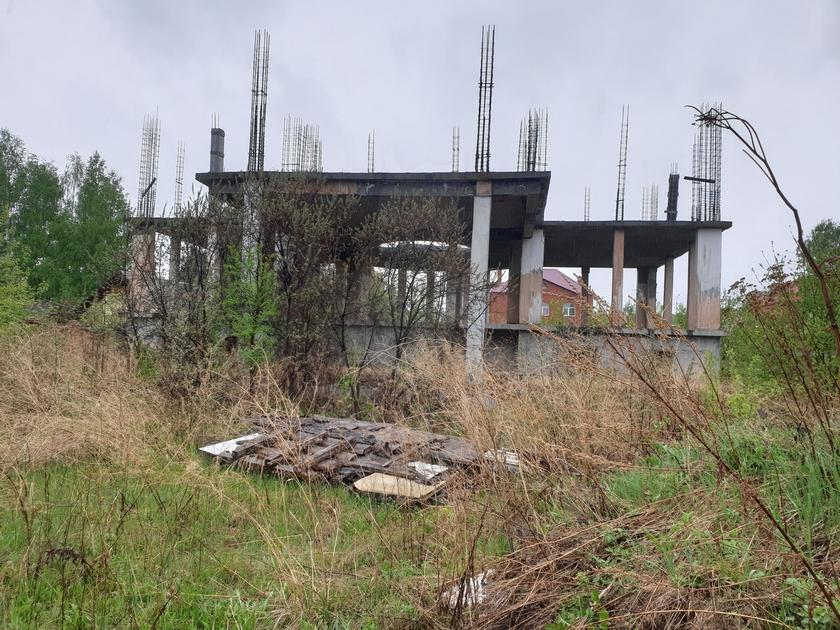 Недостроенный дом, в районе Мыс, г. Тюмень