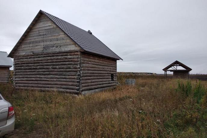 Недостроенный дом с баней, с. Мальково, в районе Старый тобольский