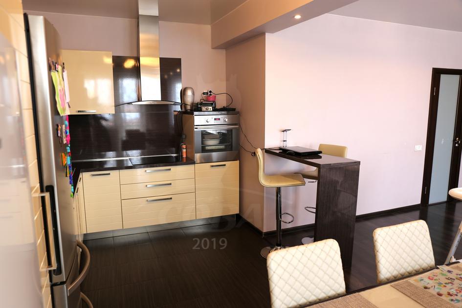 3 комнатная квартира  в районе Матмасы, ул. Академика Сахарова, 42, г. Тюмень