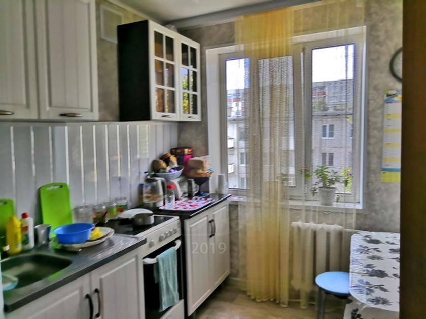2 комнатная квартира  в районе Нагорный Тобольск, ул. 8-й микрорайон, 19, г. Тобольск