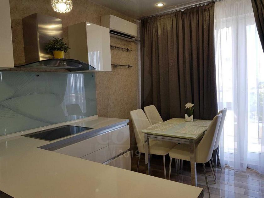 4 комнатная квартира  в районе Адлер Центр, ул. Кирпичная, 2, г. Сочи