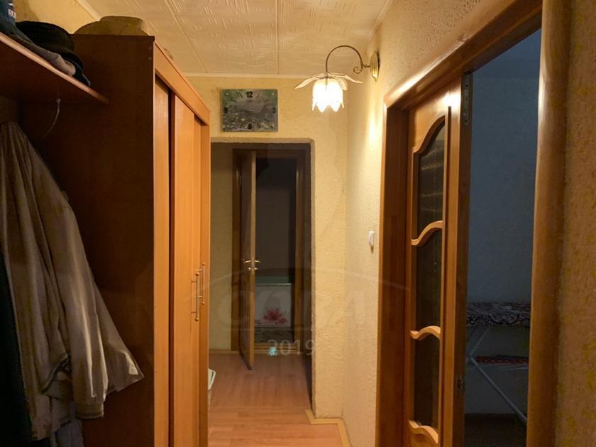 3 комнатная квартира  в 6 микрорайоне, ул. Мельникайте, 127, г. Тюмень