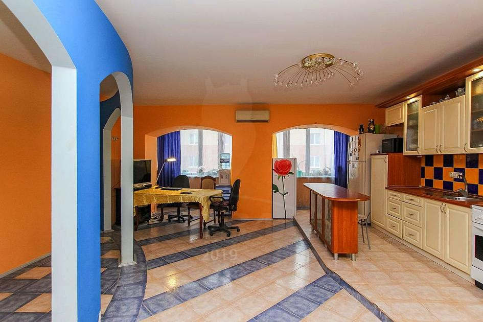 4 комнатная квартира  в районе ММС, ул. Мелиораторов, 8, г. Тюмень