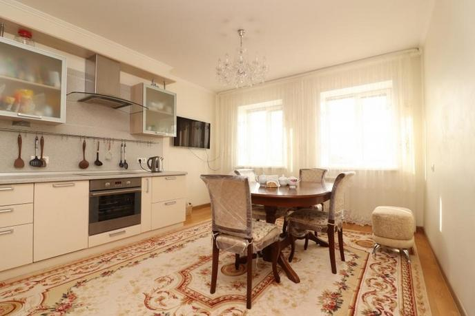 3 комнатная квартира  в 1 микрорайоне, ул. Олимпийская, 10, г. Тюмень