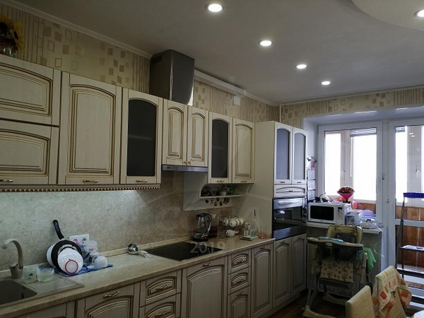 2 комнатная квартира  в 6 микрорайоне, ул. Мельникайте, г. Тюмень