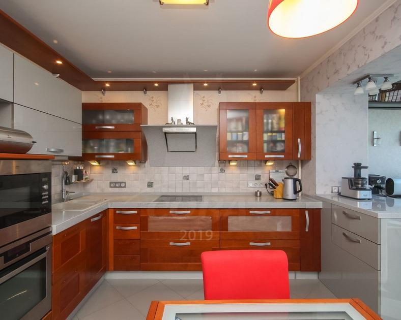 2 комнатная квартира  в Заречном мкрн., ул. Газовиков, 2, г. Тюмень
