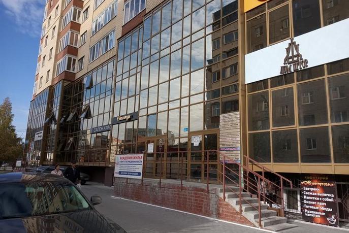 Салоны услуг в жилом доме, продажа, в 6 микрорайоне, г. Тюмень