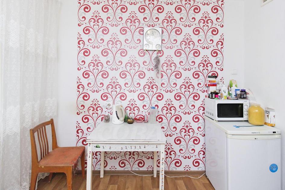 2 комнатная квартира  в 4 микрорайоне, ул. Александра Логунова, 10, г. Тюмень