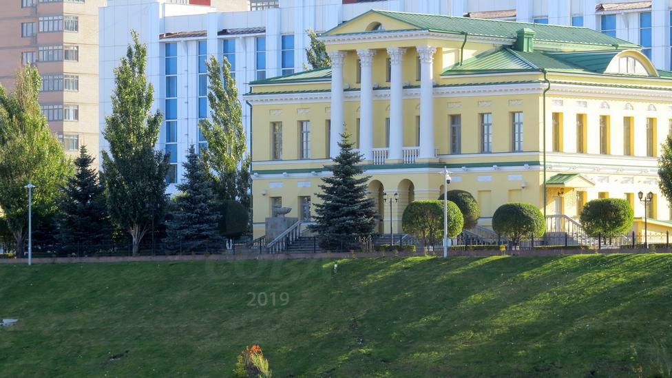 4 комнатная квартира  в районе Дома печати, ул. 25 Октября, 34, Жилой комплекс «Осипенко», г. Тюмень
