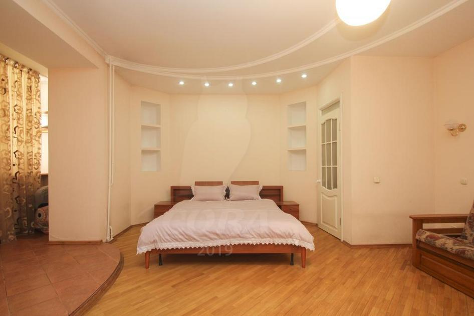 3 комнатная квартира  в историческом центре, ул. Володарского, г. Тюмень