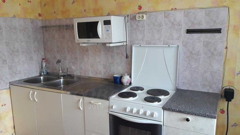 3 комнатная квартира  в 4 микрорайоне, ул. Александра Логунова, 12, г. Тюмень