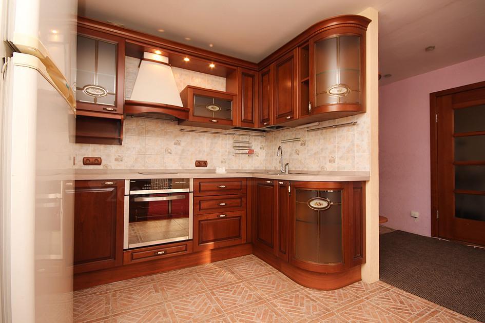2 комнатная квартира  в 6 микрорайоне, ул. Валерии Гнаровской, 7, г. Тюмень