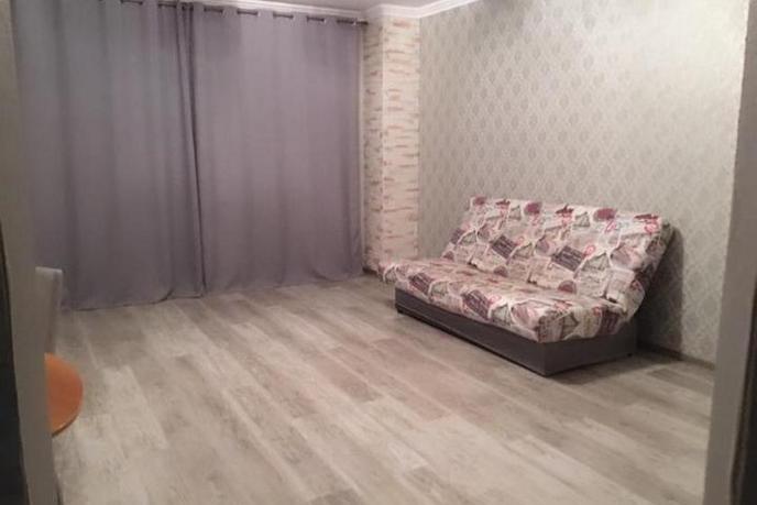 2 комнатная квартира  в Заречном мкрн., ул. Муравленко, 10, г. Тюмень