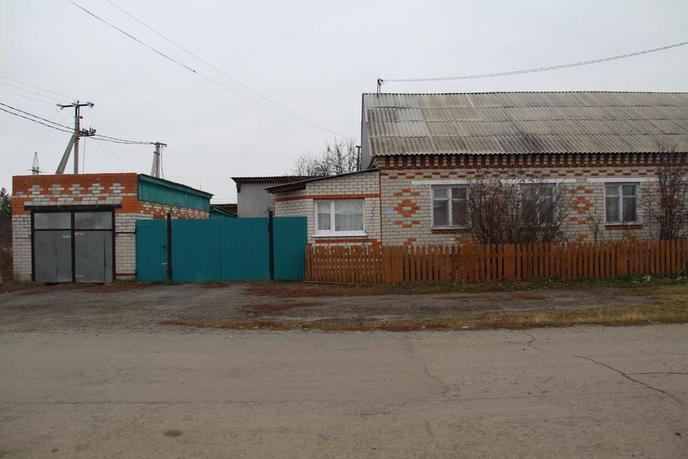 половина частного дома с баней, с. Исетское, по Червишевскому тракту