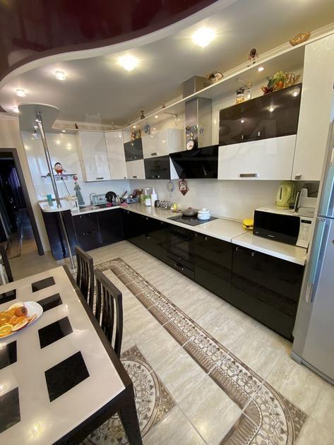 3 комнатная квартира  в районе Маяк, ул. Интернациональная, 140, г. Тюмень