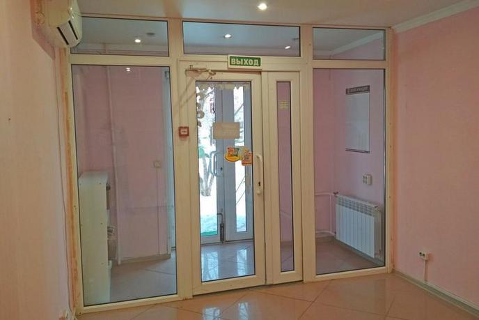 Нежилое помещение в жилом доме, продажа, в 4 микрорайоне, г. Тюмень