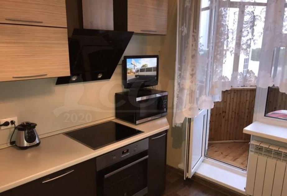 1 комн. квартира в аренду в районе 25-й микрорайон, ул. Мелик-Карамова, г. Сургут