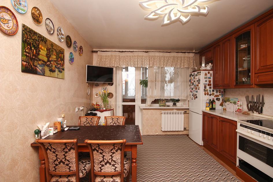 4 комнатная квартира  на КПД в районе 50 лет Октября, ул. 50 лет Октября, 74, г. Тюмень