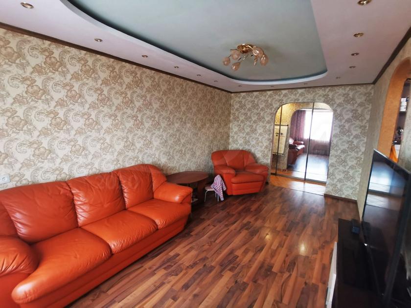 3 комнатная квартира  в 5 микрорайоне, ул. Александра Логунова, 3, г. Тюмень