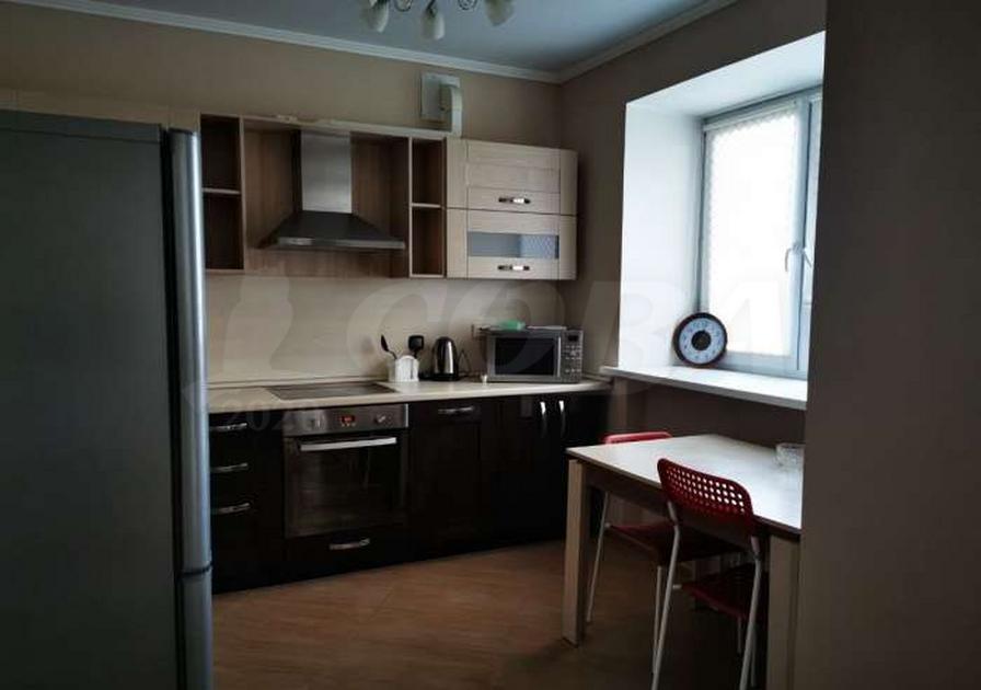Студия в аренду в 6 микрорайоне, ул. Валерии Гнаровской, г. Тюмень