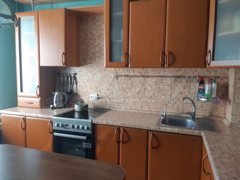 3 комнатная квартира  в 3 микрорайоне, ул. Пермякова, 23, г. Тюмень