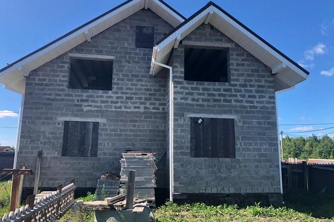 Недостроенный дом с баней, в районе Центральная часть, д. Есаулова, в районе Старый тобольский