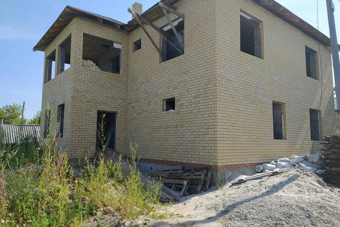 Недостроенный дом, в районе Казарово, г. Тюмень, по Салаирскому тракту