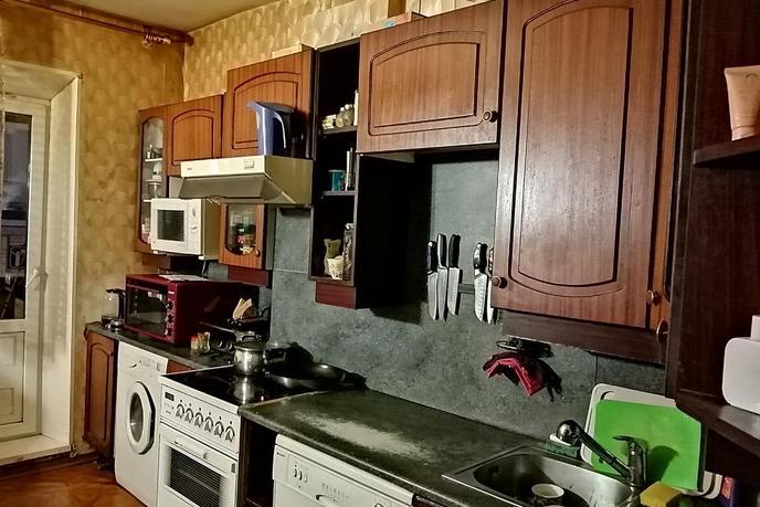 3 комнатная квартира  в районе УБР, ул. Профсоюзов, 14, г. Сургут