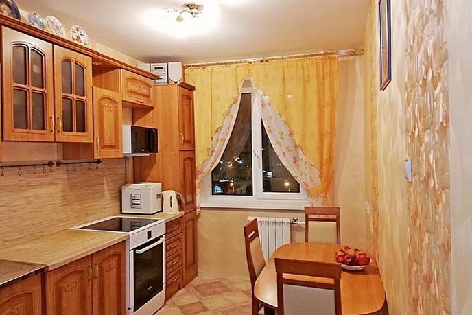 3 комнатная квартира  в 6 микрорайоне, ул. Мельникайте, 127А, г. Тюмень
