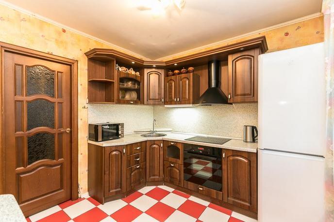 2 комнатная квартира  в 6 микрорайоне, ул. Мельникайте, 135, г. Тюмень