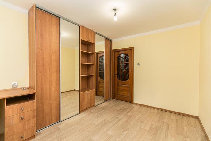 2 комнатная квартира  в районе ул.Елизарова, ул. Елизарова, 30, г. Тюмень