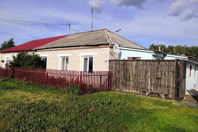 половина частного дома с баней, с. Емуртла, по Ялуторовскому тракту