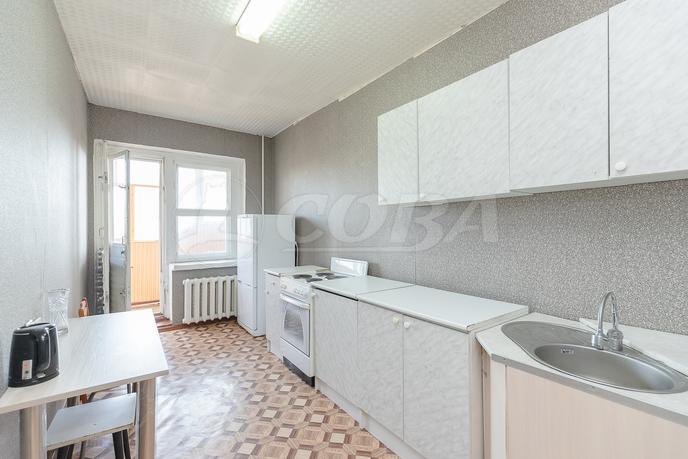 2 комнатная квартира  в Заречном мкрн., ул. Муравленко, 5, г. Тюмень