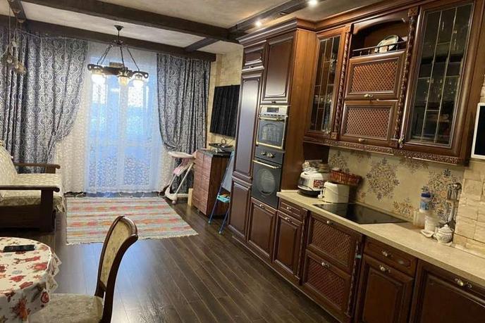 3 комнатная квартира  в районе Университет, ул. проспект Ленина, 18, г. Сургут