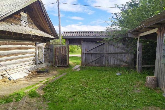 Ветхий дом с баней, п. Ярково, по Тобольскому тракту