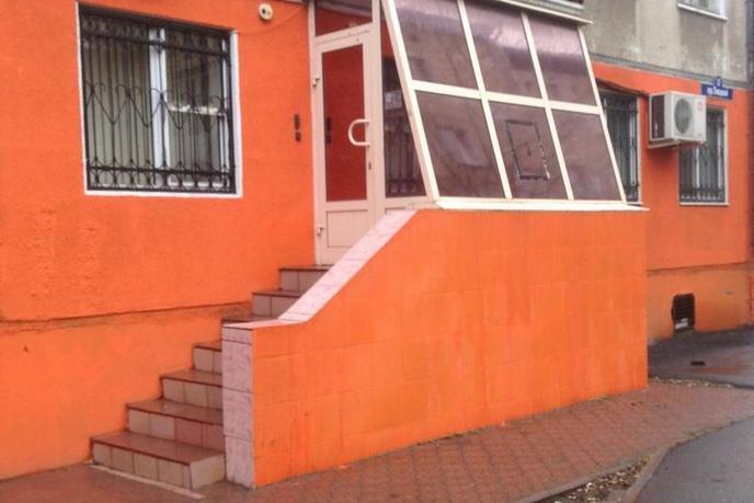 Нежилое помещение в жилом доме, продажа, в 2 микрорайоне, г. Тюмень