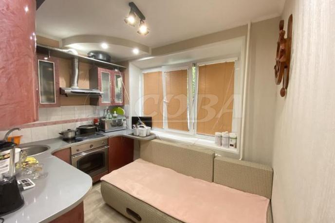 2 комнатная квартира  в районе ТРЦ Вершина, ул. Маяковского, 28, г. Сургут