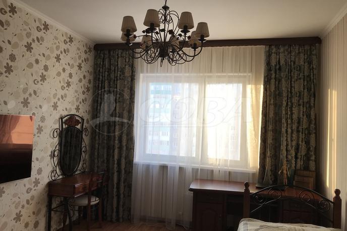 3 комнатная квартира  в районе ТЦ Богатырь, ул. Иосифа Каролинского, 16, г. Сургут